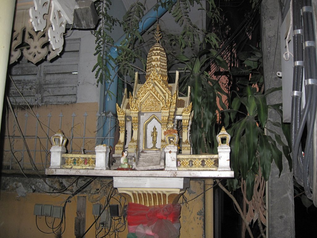 2012 Se Asia Travelogue Swan From Prison Break Diagram Origami Shrine Today We Packed Our Bags And Caught Flight To Bangkok Jim Brown Arrives In Though Late The Evening Got Transportation